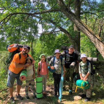 Для допитливих туристів парк пропонує здійснити прогулянки екологічними стежками чи туристичними маршрутами.